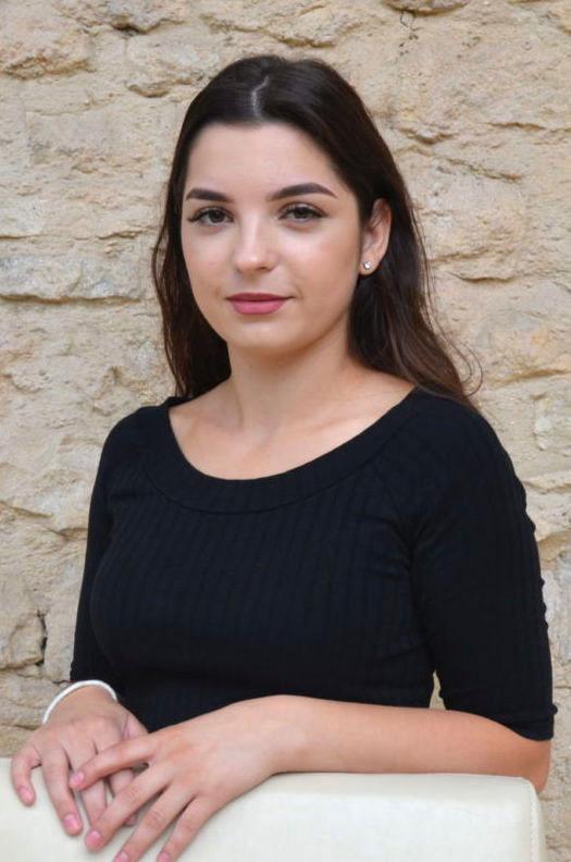 Adelina HuseniKundenbetreuung